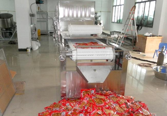 泡椒凤爪微波杀菌设备|包装食品微波杀菌机应用