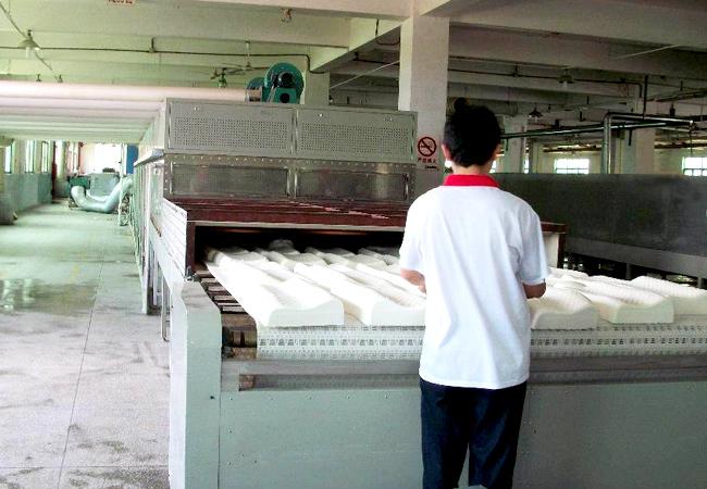 乳胶床垫枕头微波烘干设备高效节能又环保深受欢迎